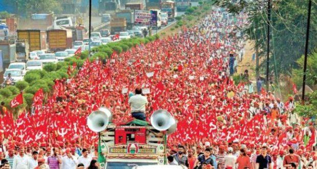 मुंबई में उमड़ा किसानों का सैलाब, किसान नज़र आये निर्णायक मूड में