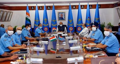 रक्षामंत्री ने वायुसेना से चुनौतीपूर्ण स्थिति से निपटने के लिए तैयार रहने को कहा