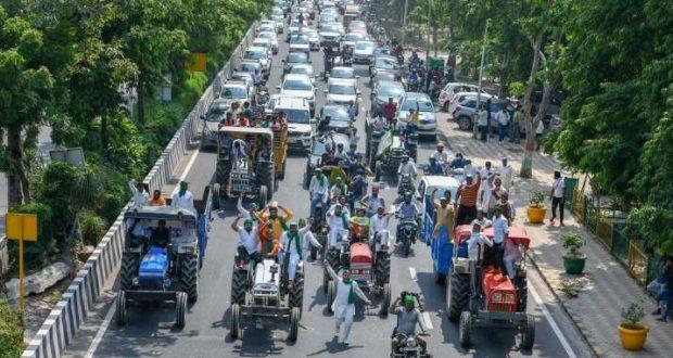 ट्रैक्टर रैली से घबराई केंद्र सरकार, सुप्रीम कोर्ट से दख़ल देने की अपील