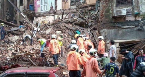 मुंबई में रेड अलर्ट, रिहायशी भवन गिरने से 11 लोगों की मौत