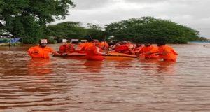 देश के मुख़्तलिफ़ हिस्सों से बारिश और सैलाब का क़हर जारी भरी नुक़सान का अंदेशा